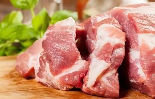 从2017年开始,价格高开的猪肉便呈现出持续回落的迹象